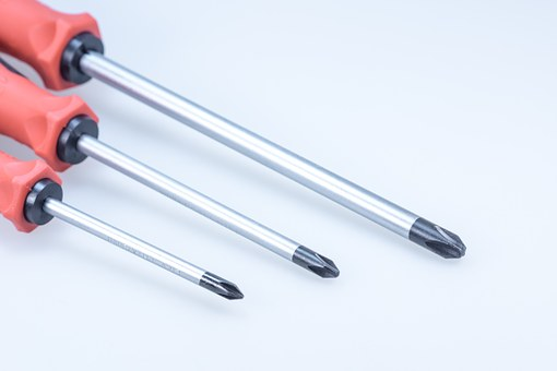 woodworking tools screwdriver different sizes for screws